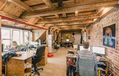 Rezerwuj biuro i coworking online w Strych na Wróble Warszawa na ShareSpace. Strych na Wróble to najbardziej niezwykła przestrzeń coworkingowa w Warsza...