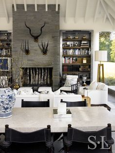 30 Rooms with Elegant Beamed Ceilings