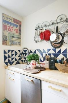 Read these organizing tips and organizing ideas for how to store pots and pans in your kitchen on Domino. Learn the right way to store pots and pans in your kitchen. Kitchen Tiles, Kitchen Decor, Kitchen Inspirations, Kitchen Stand, Home Kitchens, Home, Interior, Kitchen Design, Kitchen Dining Room