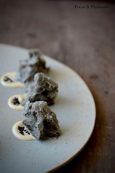 Bizcocho salado de sésamo negro / con mahonesa con ponzu, vinagre de arroz y aceite de sésamo
