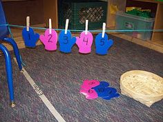 counting mittens (great center!)   prek blog it comes from:  http://learningandteachingwithpreschoolers.blogspot.com/search?updated-max=2011-01-17T09%3A43%3A00-08%3A00=7