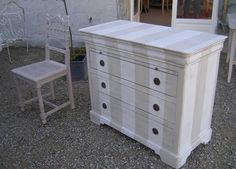 Commode à rayures