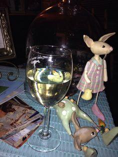 Haha Loft Spaces, White Wine, Wine Glass, Haha, Alcoholic Drinks, Tableware, Dinnerware, Ha Ha, Tablewares