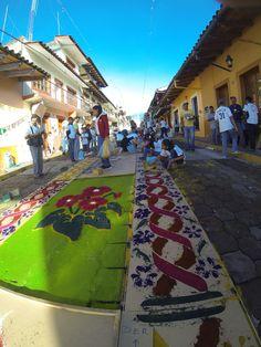 #ViviendolaMagia... Hoy una de las máximas expresiones de la Fiesta de Santa María Magdalena, la alfombra... Ven a #Xico #Veracruz #PuebloMágico te esperamos!