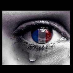 I'm praying not only for Paris but for humanity. There is so much hatred in this world...let's pray for all the lives that were lost and for their families. What is this world coming to? I have friends in Paris and thankfully they are all ok! #prayforparis #grateful  No voy a orar por París solamente, sino por la humanidad. Hay tanto odio en este mundo. Oremos por las vidas que se han perdido y por cada una de sus familias!  A dónde acabará el mundo por Dios!!!!!
