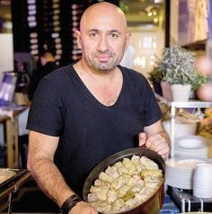 Cum faceți cele mai bune SARMALE? Chef Scărlătescu a dezvăluit rețeta sa SECRETĂ și trucuri din bucătăria sa - Doctorul zileiDoctorul zilei Tomato Soup Recipes, Meat Recipes, Cooking Recipes, Vol Au Vent, Good Food, Yummy Food, Artisan Food, Romanian Food, Food Art