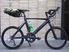 コンクリートジャングルに潜むステルスカラーをまとい、都心のバイクライフを体現するミニベロ「 tern Surge 」。万能ラック「 PDW The Bindle Rack 」をセットアップして納車させて頂きました。...