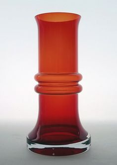TAMARA ALADIN - Glass vase '1564' designed 1973 for Riihimäen Lasi Oy, in production 1975-1976, Finland.   [h. 20 cm] Modern Glass, Modern Contemporary, Red Glass, Glass Art, Glass Design, Design Art, Lassi, Hurricane Glass, Aladdin