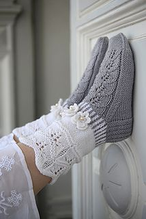 "Strickanleitung Wollsocken ""Veilchen"" Strickanleitung: Wollsocken ""Veilchen"" – amicella Related posts:Twinkle Little Stars Square Crochet Free Pattern - Crochet & KnittingHow to Join Yarn with the Magic Knot"