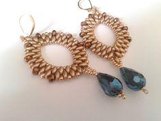 orecchini handmade con perline color oro e goccia metallizzata blu : Orecchini di tizianatar