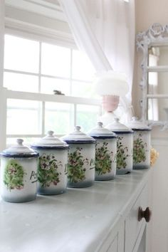 pretty!! emaille enamelware