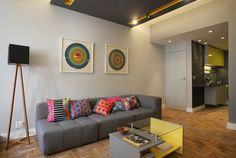 Sala colorida Sofa, Couch, Living Rooms, Dining, Furniture, Home Decor, Log Projects, Colorful Living Rooms, Lounges