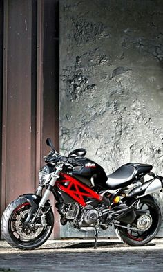 Ducati monster 796 Lost the original source of the pic.