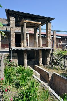 Biclinium no Peristylium na casa de Octavius Quartio em Pompeia, Italia