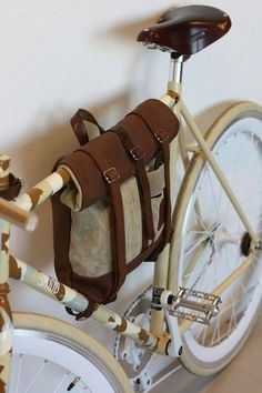 Leder, Taschen etc. Leather Bicycle, Bicycle Bag, Bicycle Accessories, Leather Accessories, Bici Retro, Crea Cuir, Leather Craft, Leather Bags, Leather Projects