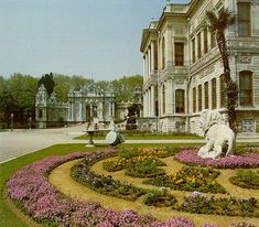 İSTANBUL - Dolmabahce Palace - Sultan 1 Built by Abdülmecid. Europe as a mixture of architectural styles, Garabed Armenian Amira Balyan and his son, was built between by the Balyan Nigoğos. Places Ive Been, Places To Go, Exotic Places, Islamic Architecture, Ottoman Empire, Istanbul Turkey, Europe, Mansions, Country