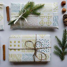 Kaksi arkkia Polkka Jamin Himmeli-joululahjapaperia. Paperin koko: 50 ×70 cm.Paperi on mattapintainen 100g kierrätyspaperi. Tuote on valmistettu Turussa.