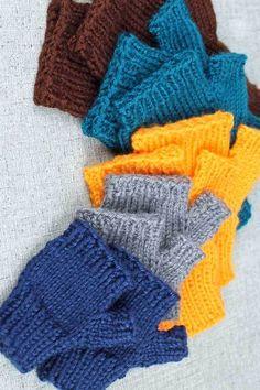 Knit fingerless gloves all sizes, simple basic fingerless gloves knitting pattern by PurlsandPixels Beanie Knitting Patterns Free, Easy Knitting, Loom Knitting, Knit Patterns, Simple Knitting Patterns, Knitting Machine, Knitting Ideas, Fingerless Gloves Crochet Pattern, Fingerless Gloves Knitted