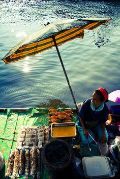 Food Vendor @ Taling Chan floating market, Bangkok, Thailand