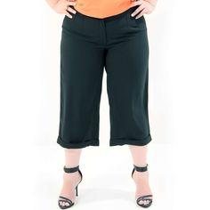 Calça Pantacourt Crepe Calça Plus Size em crepe importado com cós alto e zipper com comprimento acima do tornozelo com barra italiana #calcaplussize #plussize #modaplussize #modaplussizebrasil #mulherplussize #mulheresplussize #tamanhogrande #vickttoriavick #modaplussizebr #plussizebrasil #plussizefashion #modagg #moda #fashion #feitonobrasil #plussizes #plussizebr #gordinhasdobrasil #modafemininaplussize #somosplussize #lojaplussize #lojafeminina #mulheresreais