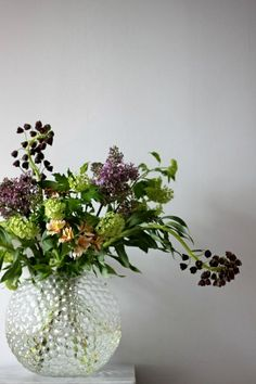 Tant Johanna - green viburrnum and plum Fritillaria persica. Flower Power, My Flower, Faux Flowers, Fresh Flowers, Beautiful Flowers, Purple Flowers, Wild Flowers, Vase Transparent, Green Plants