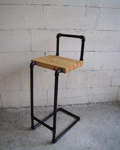 Барный стул из стальных труб и массива - 9000 рублей. Высота: 850мм…