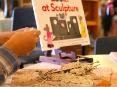 What is a provocation? Provocations are experiences set-up in response to children's interests and ideas. Provocations provide hands-on exploration for children to practice, test, and play with learning. In the public school Inquiry Based Learning, Project Based Learning, Early Learning, Reggio Inspired Classrooms, Reggio Classroom, Reggio Children, Fairy Dust Teaching, Emergent Curriculum, Critical Thinking Activities
