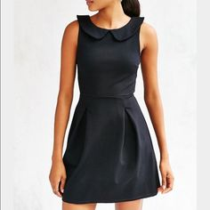 !! Lowest price unless bundled! collared dress Nwot from urban outfitters featuring the classic Peter Pan collar. Urban Outfitters Dresses
