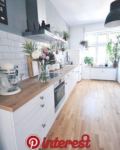 modern kitchen decor and white kitchen decor turns your home decor into a profitable flow of energy Farmhouse Sink Kitchen, Home Decor Kitchen, Kitchen Interior, New Kitchen, Home Kitchens, Kitchen Dining, Kitchen Ideas, Interior Plants, Kitchen Layout