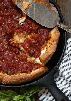 Cast Iron Skillet Deep Dish Pizza - An easy and delicious deep dish pizza recipe, with sausage and bacon and a homemade pizza sauce. Cooked in a cast iron skillet! Camping Desserts, Camping Dishes, Camping Meals, Camping Cooking, Cast Iron Skillet Cooking, Iron Skillet Recipes, Cast Iron Recipes, Cast Iron Pizza Recipe, Skillet Meals