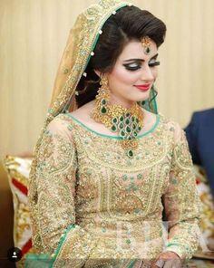 Bridal Dresses & makeup and Jewllery set Pakistani Bridal Makeup, Pakistani Wedding Dresses, Indian Bridal, Pakistani Mehndi, Bridal Makeup Looks, Bridal Looks, Bridal Style, Wedding Makeup, Bride Makeup