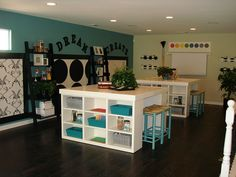 What diyer wouldn't want this craft room!!