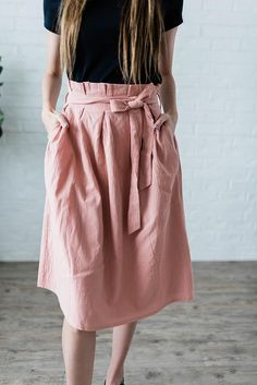Laura Tie Skirt in Mauve - This mauve skirt is modest and has a tie at the waist. It is a long midi a line skirt. The top is paper bag style and it has pockets. It makes a classy style outfit for work. Midi Rock Outfit, Midi Skirt Outfit, Sexy Dresses, Casual Dresses, Dresses For Work, Elegant Dresses, Summer Dresses, Formal Dresses, Wedding Dresses