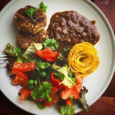 #dinner #vegan #meatballs #mushroomsauce #salad #potatoes #veggies #plantbased #rødvinssauce #frikadeller #vegetables #foodporn #veganfoodporn #summer #balcony #veganfoodshare #veganfood #dairyfree #glutenfree #tofu #mushrooms #pate #sovs #nutritionalyeast #crueltyfree #madmedmedfølelse #sauce #vegetarian #plantbased #redwinesauce #vegansofig by vegancph