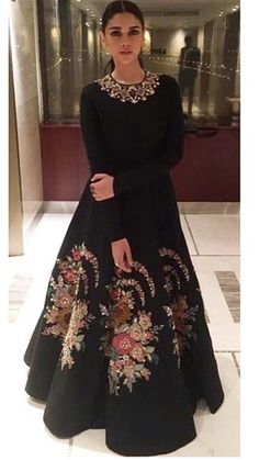 57 Ideas fashion winter outfits what to wear Indian Gowns Dresses, Pakistani Dresses, Indian Attire, Indian Outfits, Indian Designer Outfits, Designer Dresses, Hijab Stile, Hippy Chic, Winter Dress Outfits