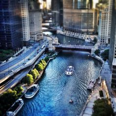 Tilt shift of the Chicago River from the Sheraton Hotel and Towers. Check out more: http://www.sweetdivergence.com/2013/08/americas-best-kept-secret-chicago.html