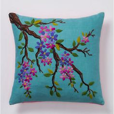 Embroidery Stitches Flowers Pillows 32 Ideas For 2019 Hand Embroidery Stitches, Modern Embroidery, Hand Embroidery Designs, Embroidery Art, Embroidery Patterns, Machine Embroidery, Floral Pillows, Decorative Pillows, Diy Pillow Covers