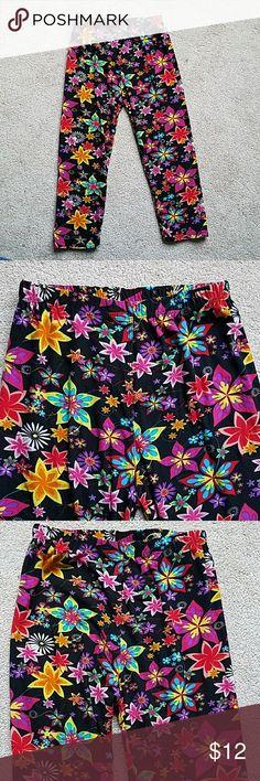 *NEW* Super Soft Star Flower Capri Leggings Ahhhhh....these are so super soft! Capri Leggings! Size Medium M. Pants Leggings