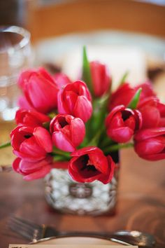 I love tulips.  Wish I could figure out how to grow them...never had much luck.