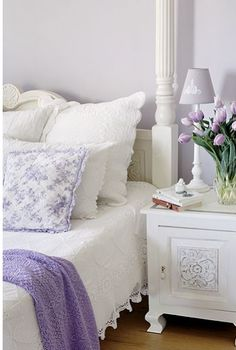.pretty purple and white bed room !