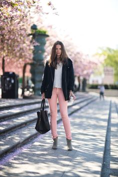"vogue-le-mode: "" Jeans from FIlippa K, Jacket & Boots from Isabel Marant, Sweater from Kappahl and Tote from Celine. Pink Fashion, Fashion Outfits, Womens Fashion, Jeans Fashion, Fashion Tips, Rosa Jeans, Pink Jeans, Pastel Jeans, Winter Stil"