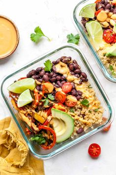 Recipes Snacks Savoury Vegan Chipotle Bowls with black beans, sautéed peppers and onions, and chipotle cashew cream. These healthy, gluten free bowls are perfect for make-ahead lunches or easy weeknight dinner. Vegan Chipotle Bowl, Vegan Recipes Easy, Vegetarian Recipes, Adobe Sauce, Cilantro Lime Quinoa, Sauteed Peppers And Onions, Vegan Burrito, Burrito Bowls, Sweet Potato Noodles