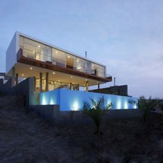Longhi Architects designed the Beach House Q overlooking Misterio Beach, Cañete, Peru.