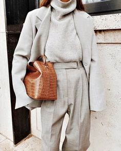 Winter Outfits Frauen Find the most beautiful outfits for your winter look. Komplette Outfits, Casual Outfits, Fashion Outfits, Fashion Trends, Iran Fashion, Magazine Mode, Moda Casual, Winter Mode, Business Outfit