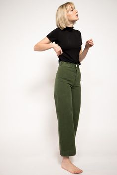 Jesse Kamm, Sailor Pants leg pants Sailor Pants in Olive Look Fashion, Fashion Outfits, Womens Fashion, Ladies Fashion, Fashion Ideas, Fashion Clothes, Clothes Women, Fashion 2018, Cheap Fashion