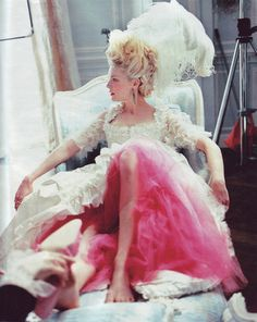 Kirsten Dunst, Marie Antoinette, layers of pink under white