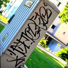 some vertical stylin' by Sicoer (@sicoerism) . #sicoer #handstyle #graffiti //follow @handstyler on Instagram