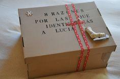 Personaliza un regalo, llenándolo con objetos que identifican la personalidad de la persona...