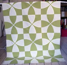 Stunning quilt!  Pattern - flowering snowball. Wow wow wow wow wow!