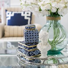 A few well chosen pieces to complete your coffee table . The devil is in the details - the way you style your coffee table can mean the difference between drab or fab! Coffee Table Styling, Table Style, Blue White Decor, Interior Decoration Accessories, Blue And White, Decorating Coffee Tables, Hamptons Style Decor, White Rooms, Table Decorations